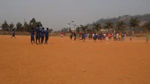 Das Rainerteam von Inter Mailand mit den Kindern