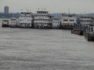 als die Fähren noch über den Kongo fuhren, nun arbeitslos
