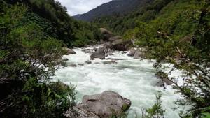 wilde Flüsse gibt es hier genug. Dieser durch Gletscherwasser gefüllte Strom macht aber auch Angst vor der Erderwärmng