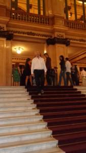 Es geht in das Teatro Colon, dank zweier Freikarten für Logenplätz auch ein preiswerter Besuch