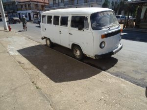 noch im Staßenverkehr im täglichen Einsatz, oft auch als Minibusse im Liniendienst