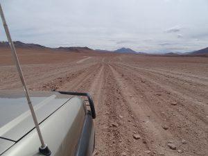 auf dem Weg zum Uyuni Salzsee; man soll auf dem Weg bleiben, man sieht es